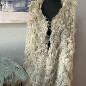 NWT Napa Valley silver gray faux fur vest